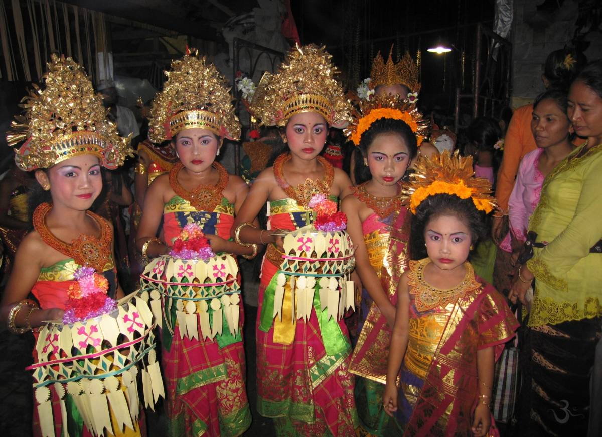 temple Festival in our village - fourth girl from left is Made Ayu Aprian - she grew up in our house - her mother - Ketut Cess (in pink) was our good fairy)